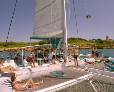 Catamaran for groups for up to 125 guests in Sitges, Barcelona.  Catamaran Cataventure. Corporate Events , BBQ