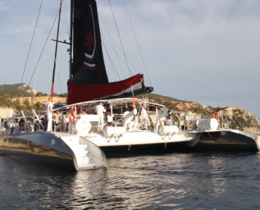 Luxury Catamaran FIVE STAR Barcelona. Corporate events sailing. Groups up to 150 guests.