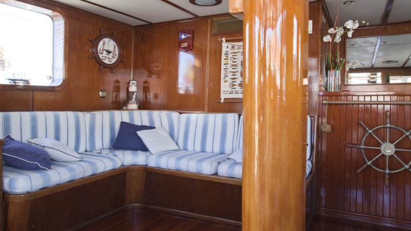 coctel en barco en Barcelona