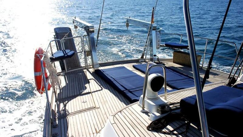 Alquiler velero Ibiza 6 personas y 2 tripulación. Beneteau 57