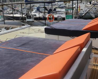 Excursión con catamarán a vela para grupos de hasta 125 personas en Barcelona, Sitges y Cambrils. Luxury catamaran